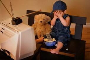 oculistica bambino davanti a tv