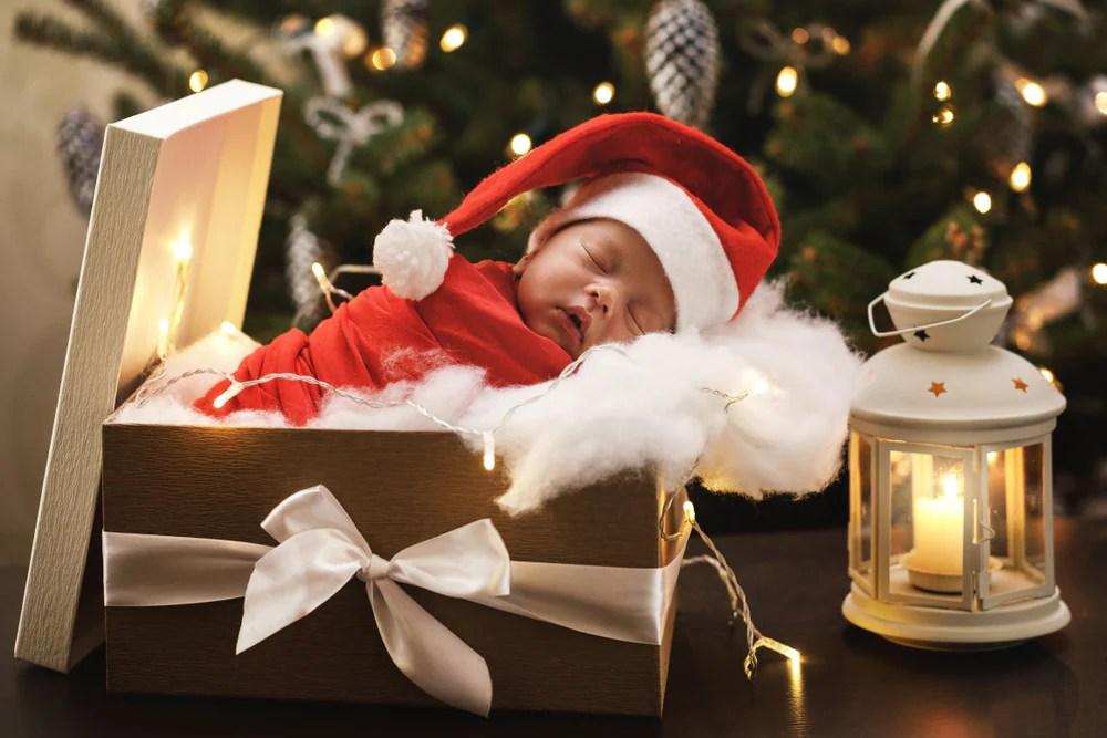 Idee e offerte per la famiglia. Il Suo Primo Natale 20 Foto Dolcissime Di Neonati Nostrofiglio It