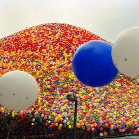 Lanzaron 1,5 millones de globos al cielo, pero nadie pensó que eso terminaría en una tragedia