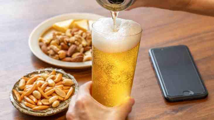 亀田の柿の種の日には、ドライなビールで気軽に晩酌を