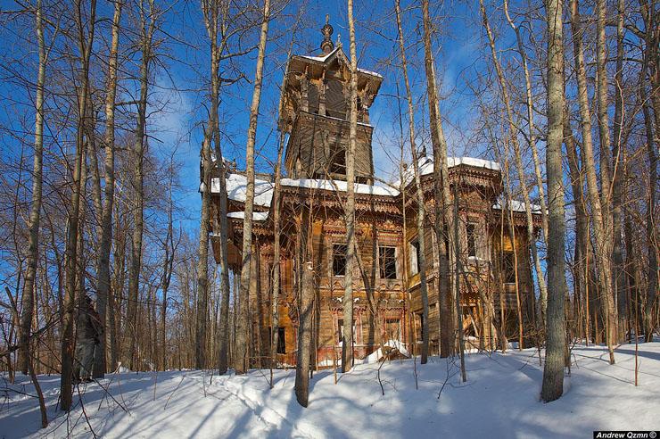 Mansiones abandonadas en lo profundo del bosque ruso