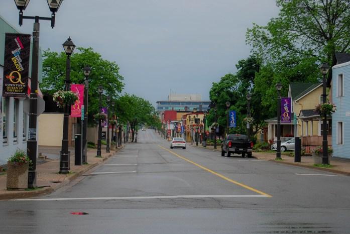 Tarde de domingo en la población de Niagara Falls