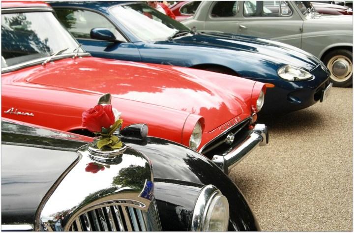coches antiguos en saltaire