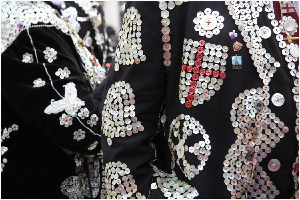 Los trajes de los Pearly Kings y Queens