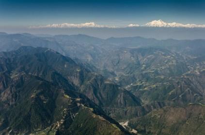 Anflug auf Nepal: Hills und Himalaya