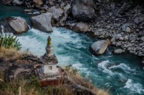 Stupa am Fluss, Lang Tang