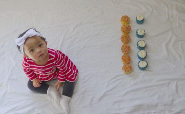 katie-11months-cupcake