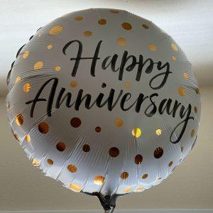balloon that reads Happy Anniversary