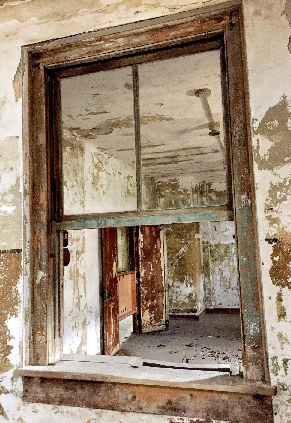 (2) Immigrant Hospital, Ellis Island. Photo by Rick Stachura. March 28, 2015.