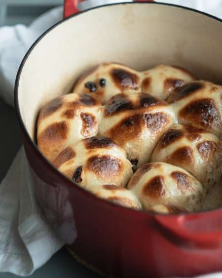 hot cross buns from side