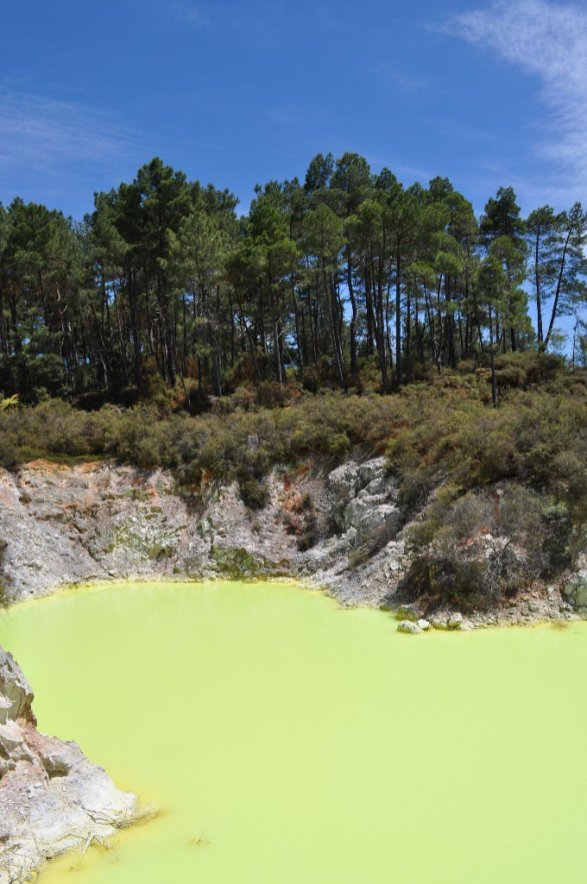 Devil's bath lake - fluorescent yellow