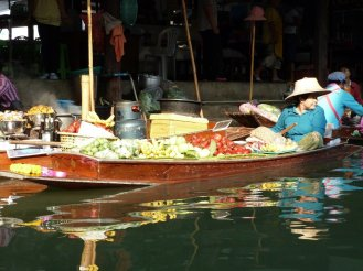 Floating food stall