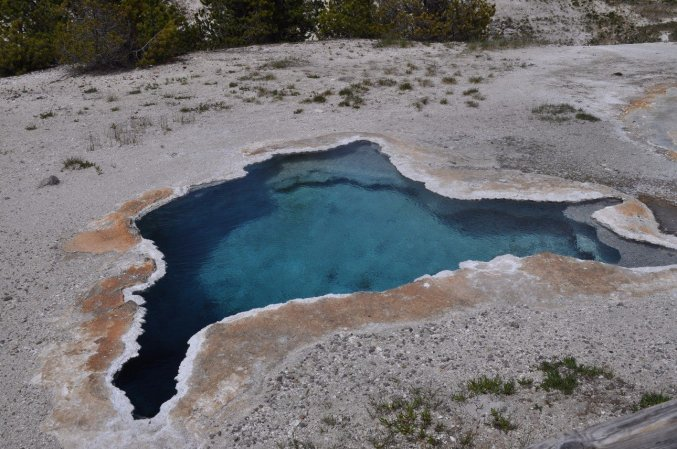 Yellowstone_old_faithful_5