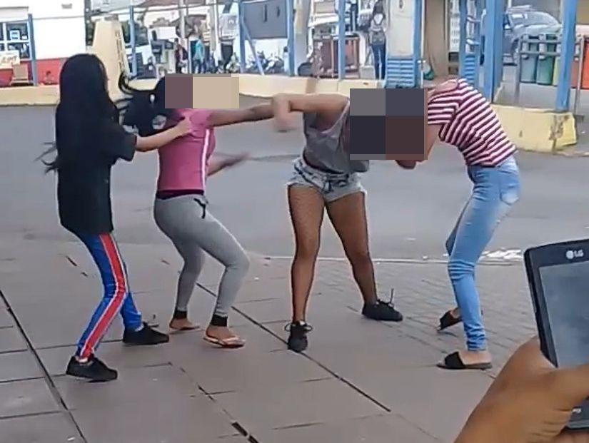 Gurias saem no tapa no Terminal por causa de homens