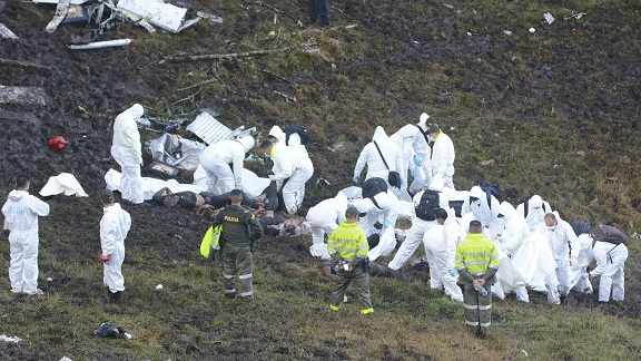 Rescue workers arrange the bodies of victims of an airplane that crashed in La Union, a mountainous area outside Medellin, Colombia, Tuesday , Nov. 29, 2016. The plane was carrying the Brazilian first division soccer club Chapecoense team that was on it's way for a Copa Sudamericana final match against Colombia's Atletico Nacional. (AP Photo/Luis Benavides)