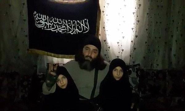 La cruel despedida de un terrorista a sus hijas suicidas (Imágenes)