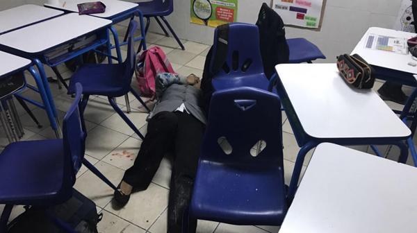 El momento exacto en el que el estudiante disparó contra la maestra y sus compañeros