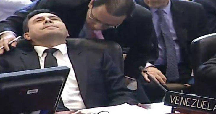 El gesto del representante bolivariano ante la OEA tras aprobarse el debate