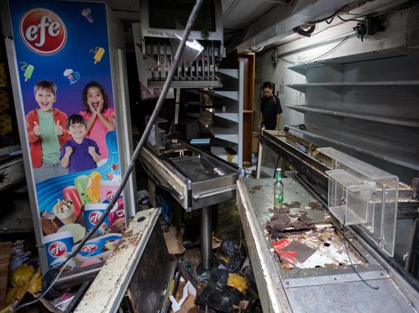 """Familiar de electrocutado en saqueo de El Valle: """"Mi niño quedó pegado de una vitrina"""""""