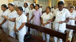 enfermeras en iglesia