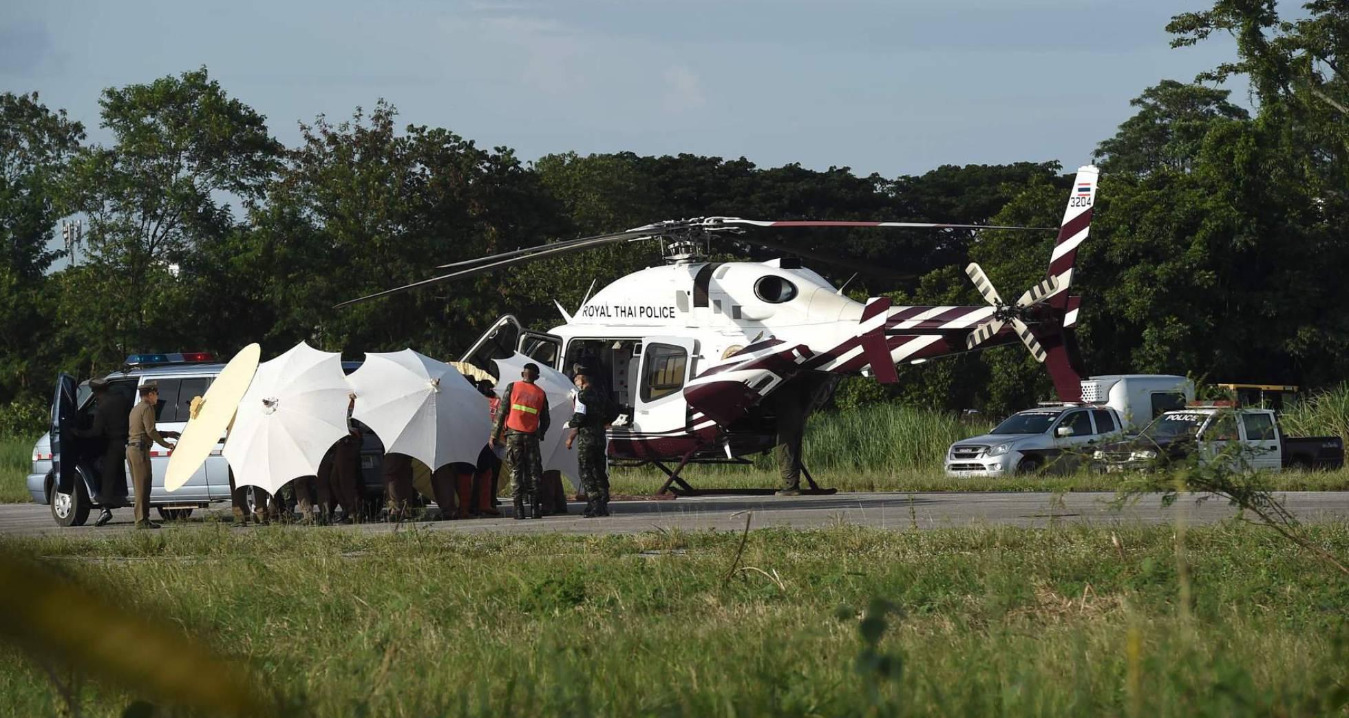 introduccion de un niño al helicoptero