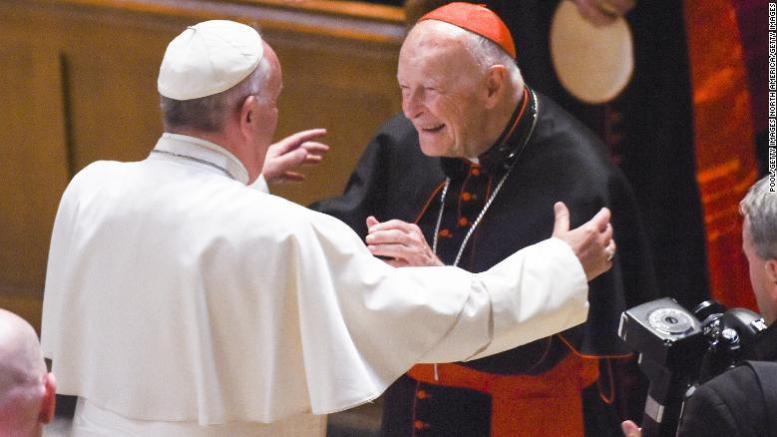 papa francisco con cardenal