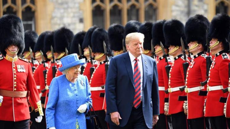 trump con la reina isabell