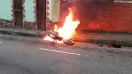 Moto-quemada-San-Cristóbal