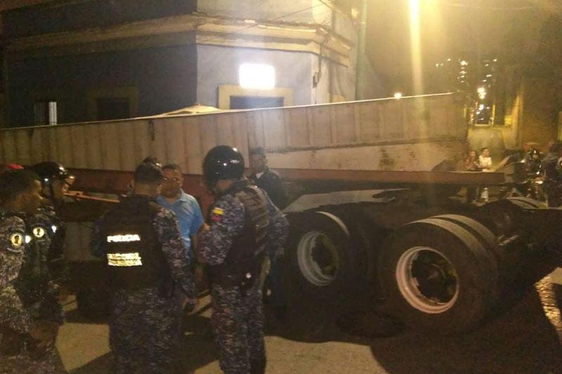 Gandola que transportaba perniles de los CLAP perdió su carga en La Pastora