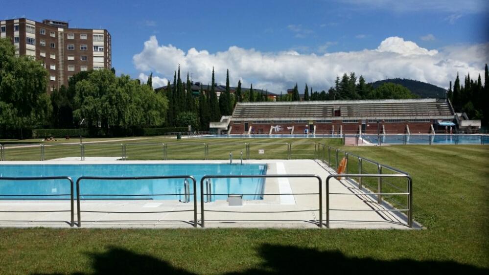 Ya est n abiertas las piscinas de ponferrada noticias bierzo for Piscinas ponferrada
