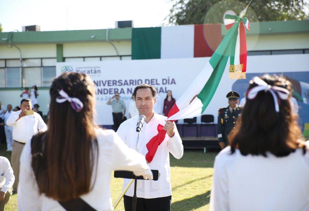 El Gobernador Mauricio Vila Dosal encabezó la ceremonia del Día de la Bandera