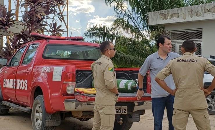 Sem ambulância, pacientes são transportados em carroceria de caminhonete em Tarauacá
