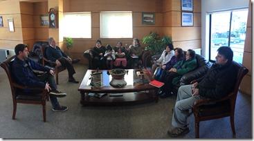 FOTO dirigentes conocen inversión que realizará el municipio de pucón en el acceso de Villa Cordillera