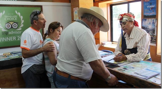 FOTO informadora turística mapuche 2