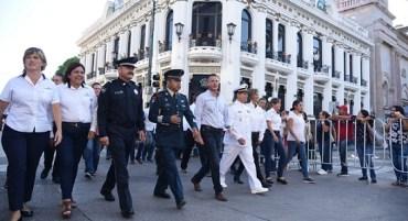 Encabeza Chucho Nader Tradicional Desfile de la Independencia de México