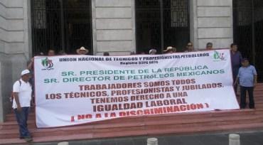 Petroleros exigen con protesta igualdad laboral y no discriminación