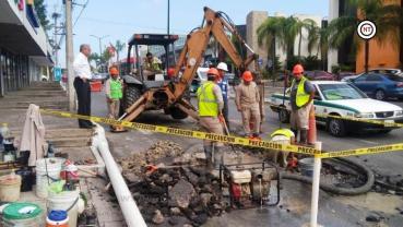 Atiende COMAPA reparación de fuga de agua en Av. Hidalgo de Tampico