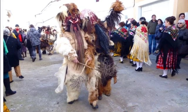 La Junta de Extremadura felicita al pueblo de Acehúche por la declaración de 'Las Carantoñas' como Fiesta de Interés Turístico Nacional