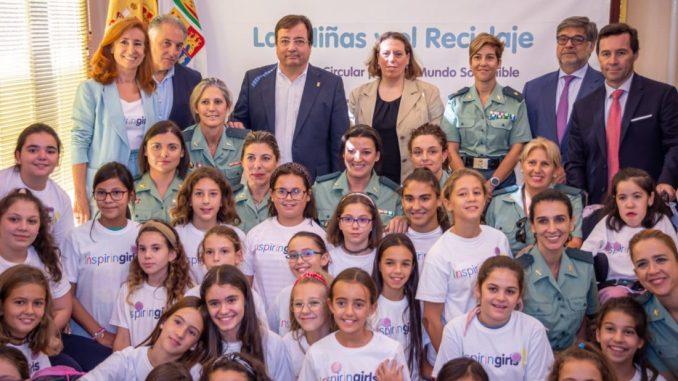 G&G (Ginfizz and Gibson) imparte un taller de reciclaje de Inspiring Girls en Mérida