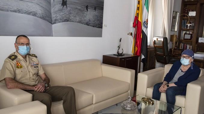 La presidenta de la Diputación de Cáceres, Charo Cordero recibe al Coronel Jefe CEFOT