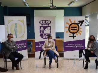 La-consejera-de-Igualdad-conoce-el-trabajo-de-las-profesionales-que-atienden-a-mujeres-victimas-de-violencia-de-genero-en-Don-Benito