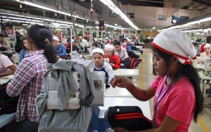 Las trabajadoras de la confección sufren «desproporcionadamente» despidos y discriminación