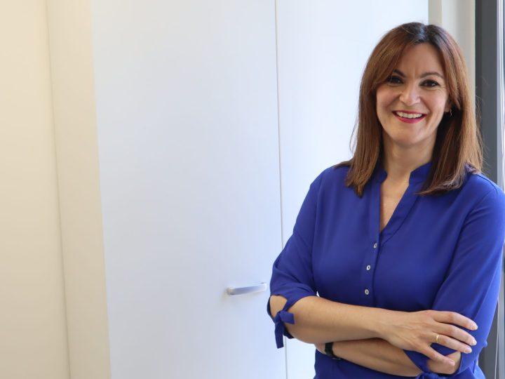 Ana Medina, periodista: «Tenemos que mirar a los ojos, tocar la piel para romper nuestras corazas»