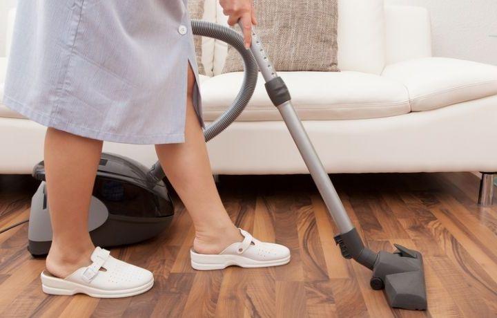 Cerca de 235.000 trabajadoras del hogar carecen de contrato en España