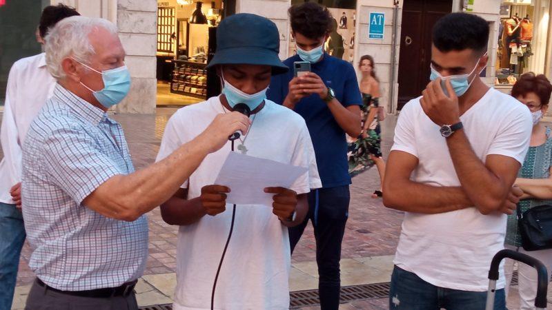 El Círculo de Silencio de Málaga denuncia las situaciones de exclusión social de jóvenes extutelados