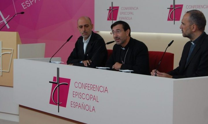 """José Cobo, obispo responsable de Migraciones: """"Hay que detectar las raíces xenófobas en nuestra sociedad"""""""