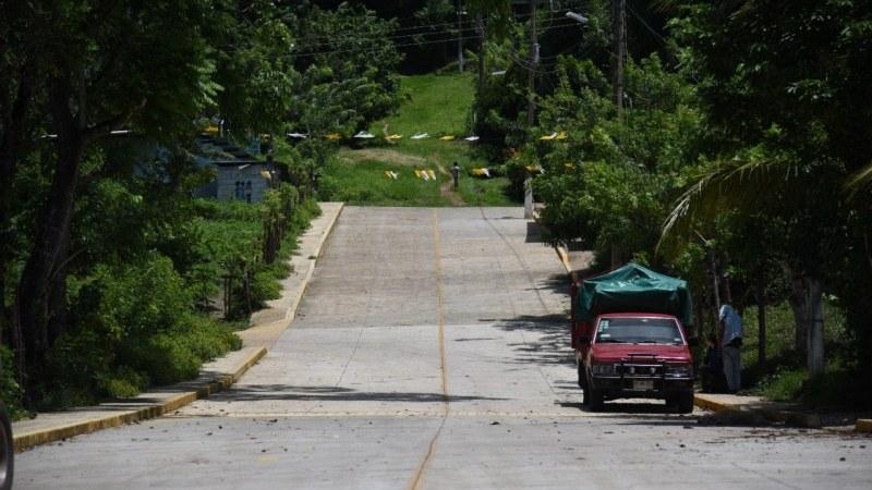 Lleva Ayuntamiento de San Andrés pavimentación y red de agua y drenaje a los habitantes de Los Pinos