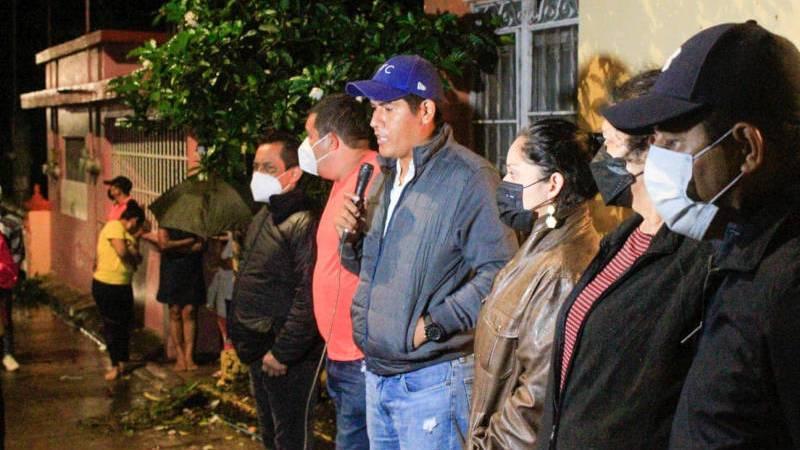 Recorre alcalde Argeniz Vázquez zonas afectadas por lluvias en Santiago Tuxtla