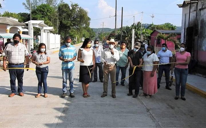 Cumple Arturo Herviz con más obras para Tecolapan
