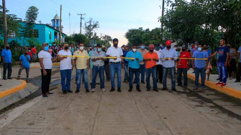 Inaugura Argeniz Vázquez camino de huellas en Pueblo Nuevo del Mostal